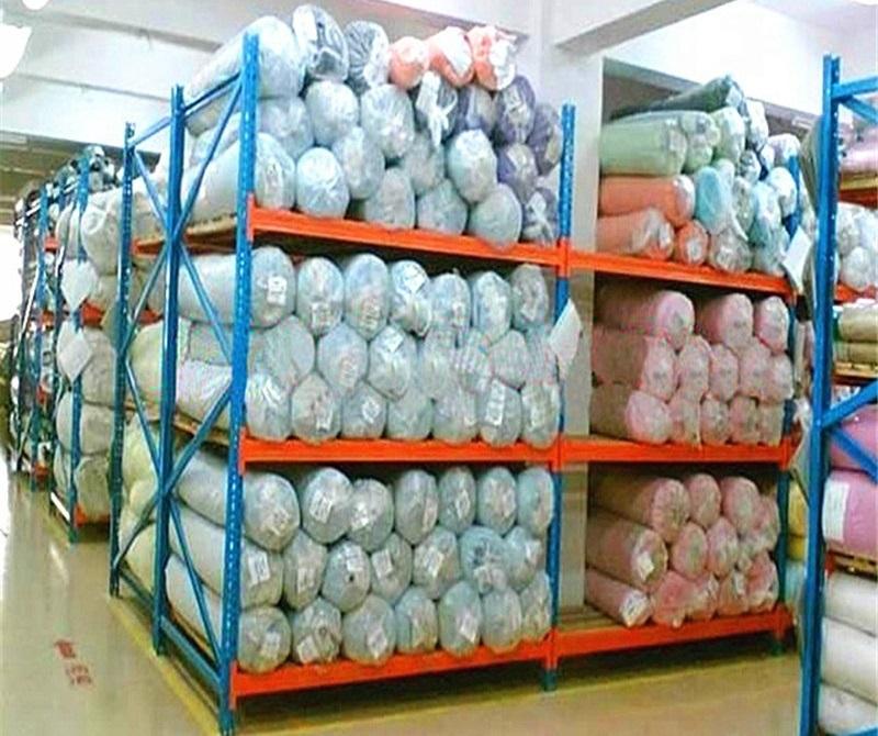 Kệ để vải cuộn trong nhà kho chứa vải