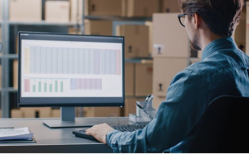Nên dùng phần mềm quản lý kho hàng nào?